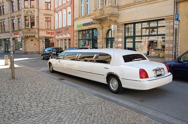 limousine-1126028_640